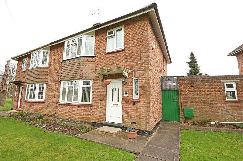 3 Bedrooms Semi Detached House for sale in Chestnut Crescent, Bletchley, Milton Keynes