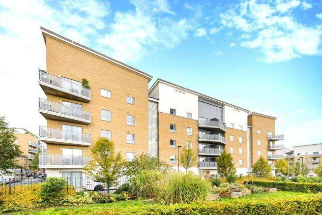 3 Bedrooms Flat for sale in Clock View Crescent N7
