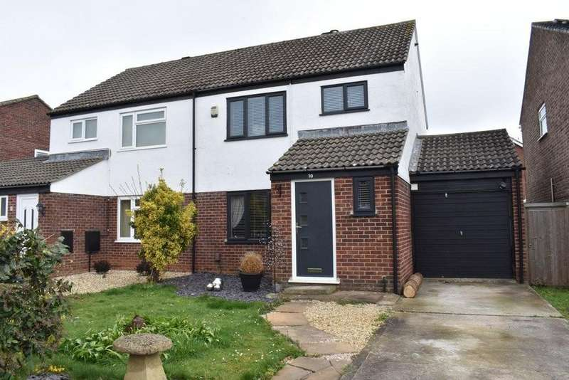 3 Bedrooms Semi Detached House for sale in Crowthers Avenue, Yate, Bristol