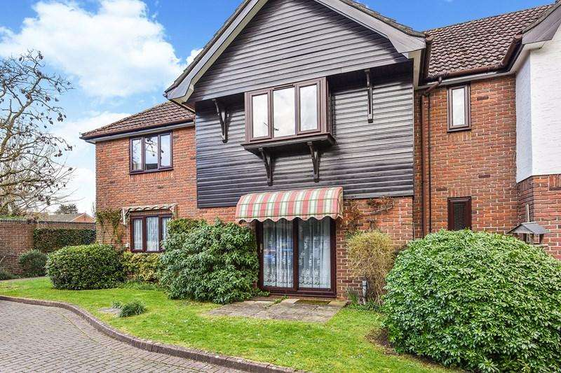 2 Bedrooms Ground Flat for sale in Carters Meadow, Charlton, Andover