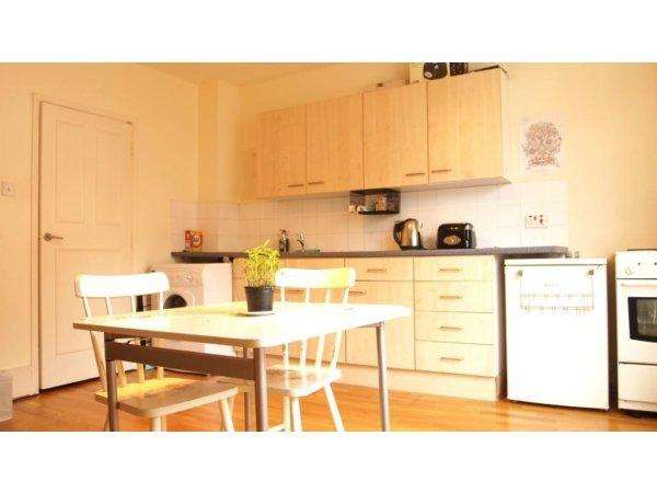 1 Bedroom Flat for sale in Clarence Road, London E5