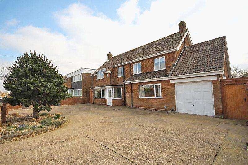 4 Bedrooms Detached House for sale in DAGGETT ROAD, CLEETHORPES