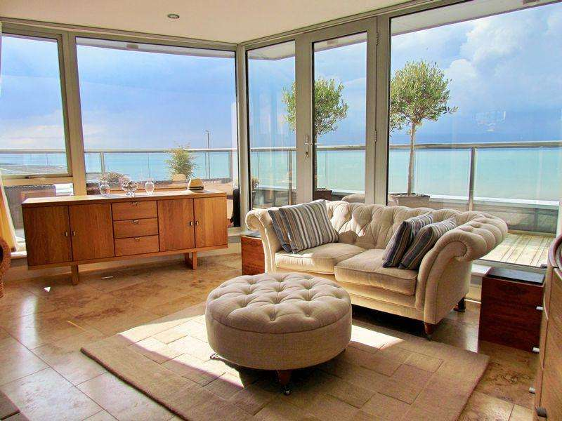 2 Bedrooms Apartment Flat for sale in Westgate-On-Sea