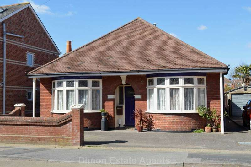 3 Bedrooms Bungalow for sale in Grove Road, Hardway