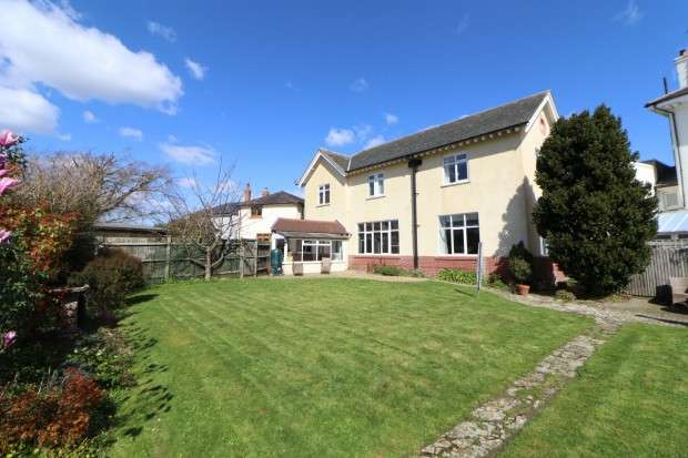 4 Bedrooms Detached House for sale in Hankham Place, Dittons Road, Pevensey, BN24