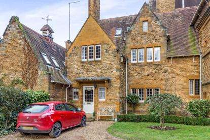 3 Bedrooms House for sale in Harlestone Road, Duston, Northampton, Northamptonshire