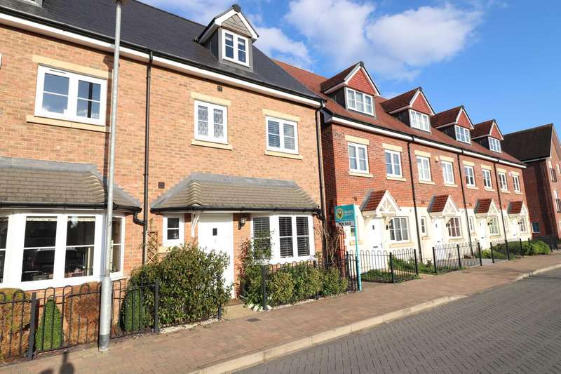 4 Bedrooms End Of Terrace House for sale in Fulmar Crescent, Jennett`s Park