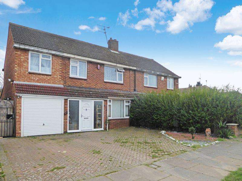 4 Bedrooms Semi Detached House for sale in Hadrian Avenue, Dunstable