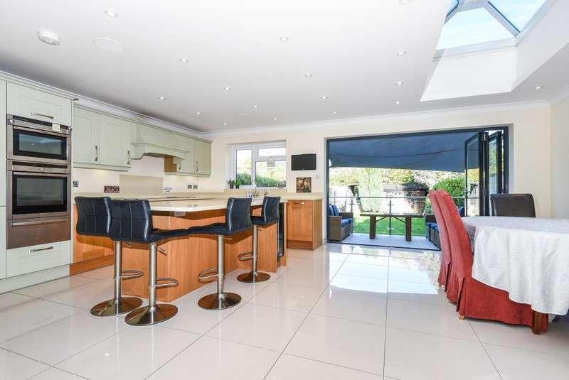 4 Bedrooms House for sale in College Crescent, Central Windsor, SL4