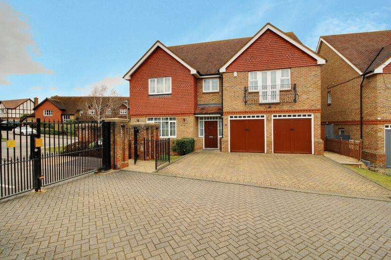 5 Bedrooms Detached House for sale in Whitehaven Close, Goffs Oak