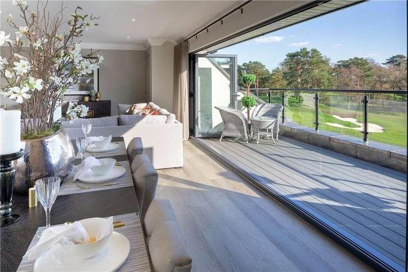 3 Bedrooms Flat for sale in Golf Drive, Camberley, Surrey, GU15