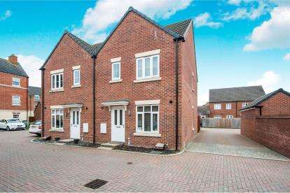 3 Bedrooms Semi Detached House for sale in Sealand Way Kingsway, Quedgeley, Gloucester, Gloucestershire