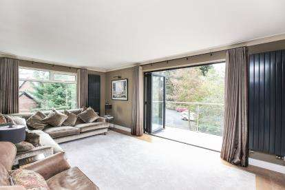 2 Bedrooms Flat for sale in The Orchard, Beechfield Road, Alderley Edge, Cheshire