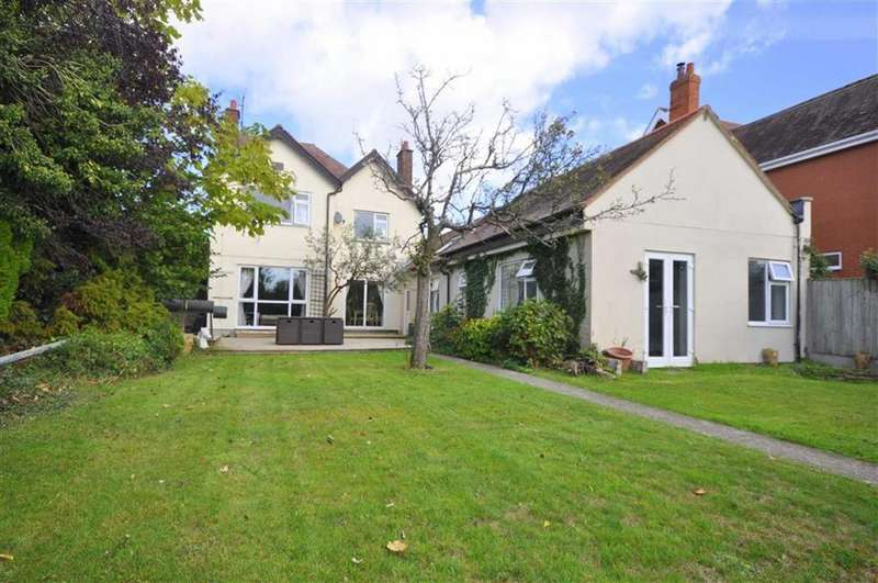 5 Bedrooms Detached House for sale in Parton Road, Churchdown