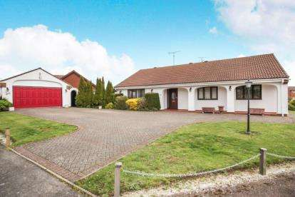 3 Bedrooms Bungalow for sale in Lighthorne Rise, Luton, Bedfordshire