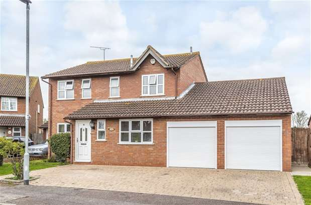 4 Bedrooms Detached House for sale in Hollies Walk, Wootton