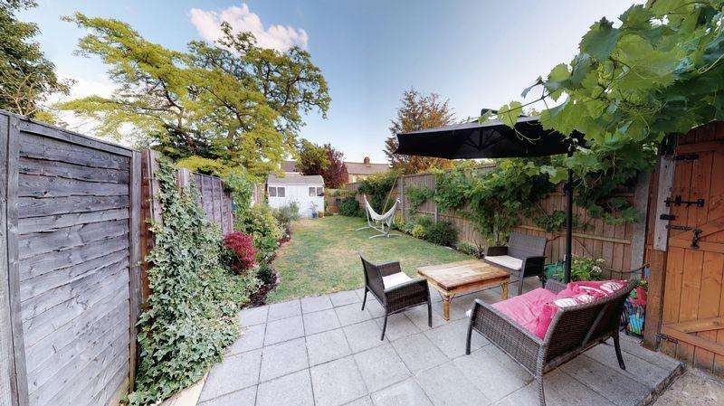 3 Bedrooms Terraced House for sale in Waterlow Road, Dunstable