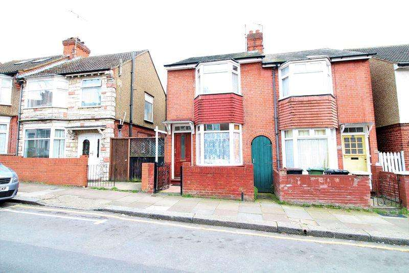 2 Bedrooms Semi Detached House for sale in Delightful Semi-Detached FAMILY HOME off Leagrave Road.