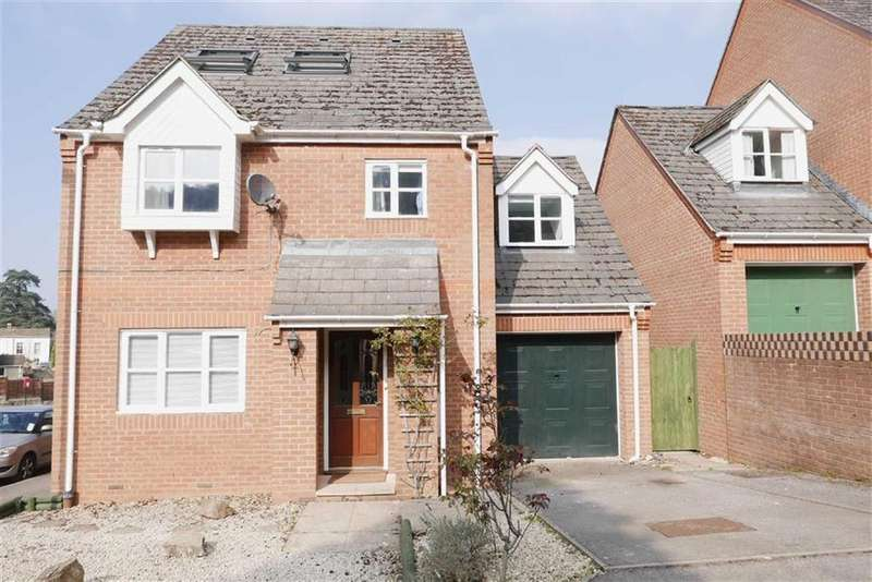 5 Bedrooms Detached House for sale in April Close, Dursley, GL11