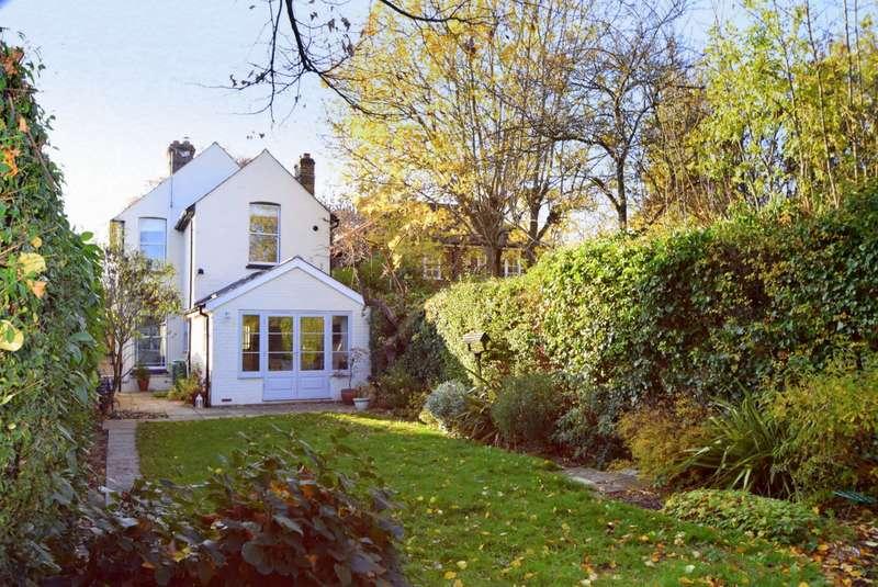 3 Bedrooms Detached House for sale in Eton Road, Datchet, SL3