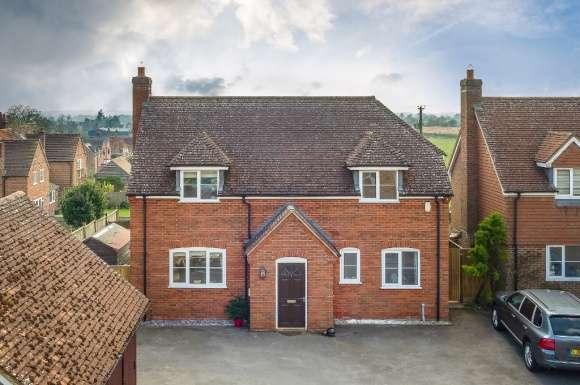 3 Bedrooms Detached House for sale in Chapel Court, Beedon, RG20