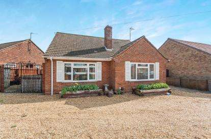 4 Bedrooms Bungalow for sale in Kingston Drive, Peterborough, Cambridgeshire