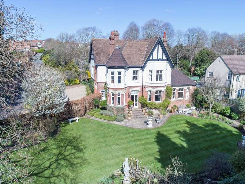 6 Bedrooms Detached House for sale in Grove Road, Lymington, SO41