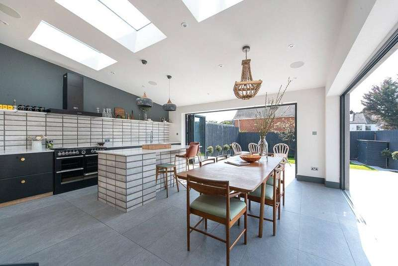 4 Bedrooms House for sale in Sonia Gardens, London, NW10