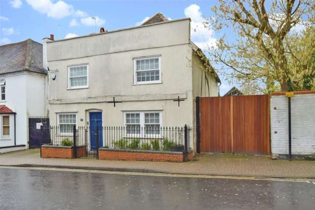 3 Bedrooms Detached House for sale in High Street, Slough, Berkshire, SL1 7JD