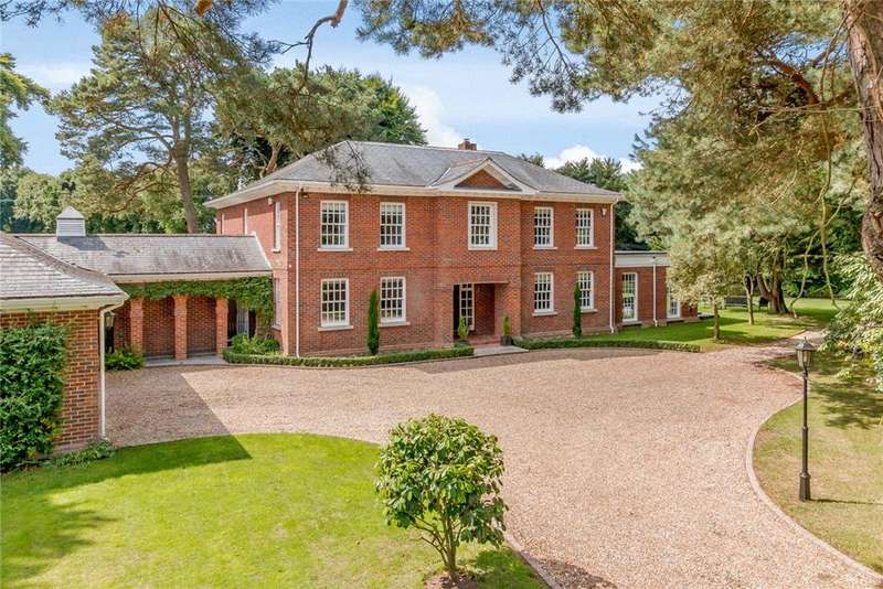 4 Bedrooms Detached House for sale in Brackendown, West Hill, Ottery St. Mary, Devon, EX11