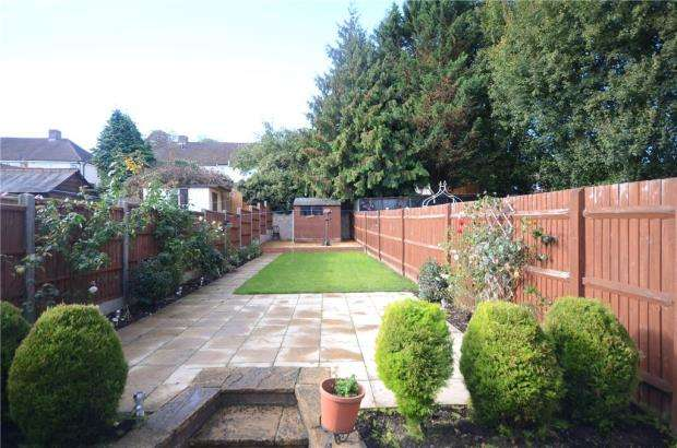 3 Bedrooms Terraced House for sale in Lyndhurst Road, Tilehurst, Reading