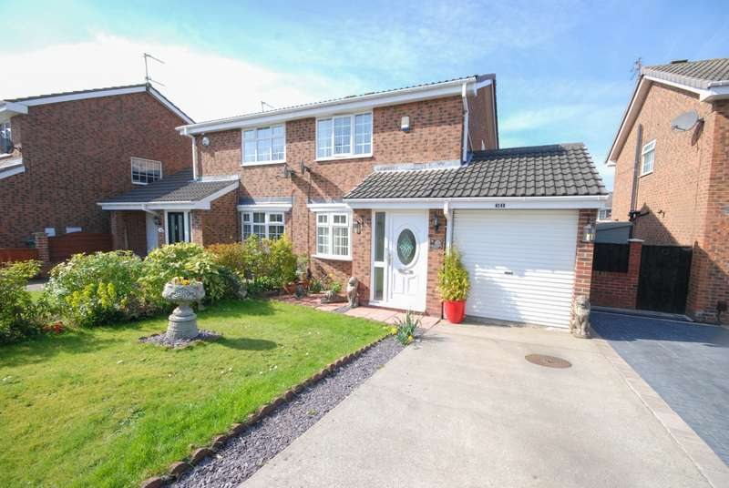 2 Bedrooms Semi Detached House for sale in Helmsley Court, Castlemead