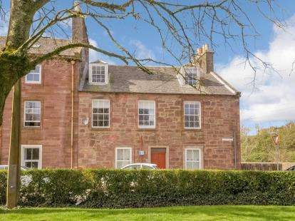 3 Bedrooms Maisonette Flat for sale in Culzean Road, Maybole
