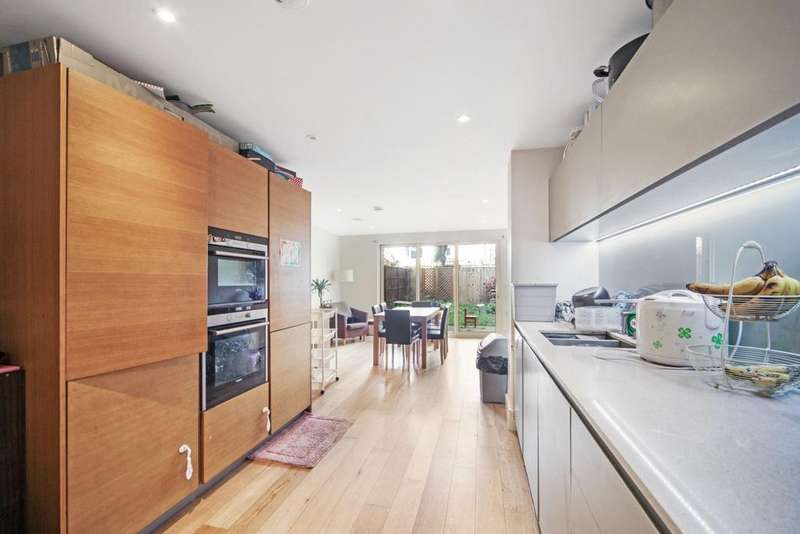 3 Bedrooms End Of Terrace House for sale in Sir Alexander Close, London, W3