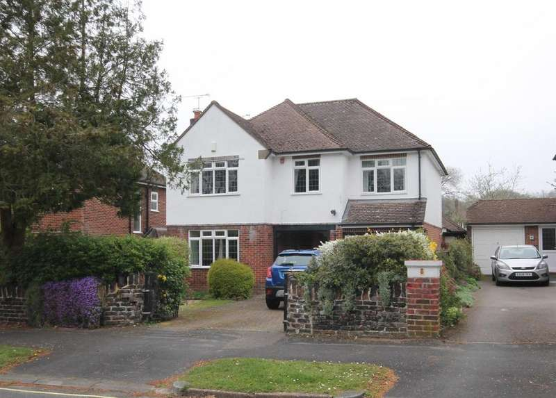 4 Bedrooms Detached House for sale in Leopold Avenue, Farnborough