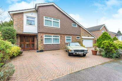 5 Bedrooms Detached House for sale in Birchmead, Watford, Hertfordshire, .