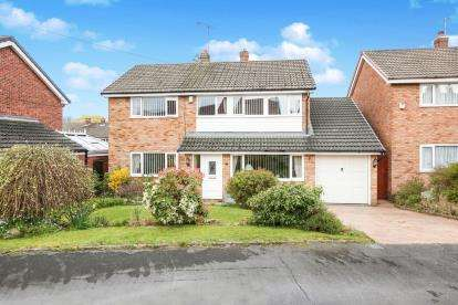 4 Bedrooms Detached House for sale in Sandown Road, Hazel Grove, Stockport, Cheshire
