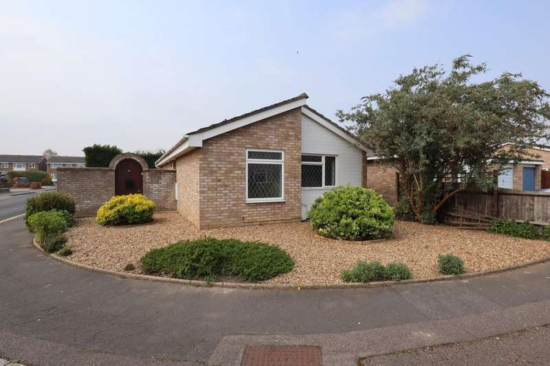 2 Bedrooms Bungalow for sale in Widecombe Close, Bedford, Bedfordshire, MK40