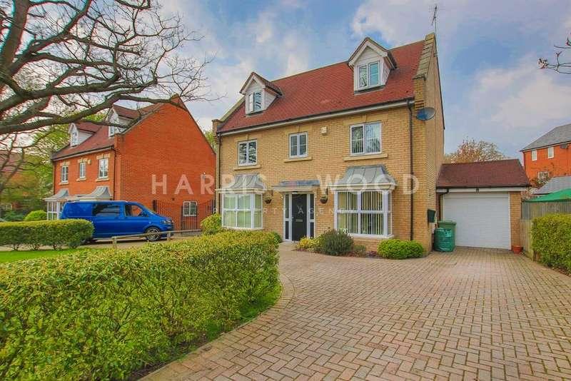 5 Bedrooms Detached House for sale in Gavin Way, Highwoods, Colchester, CO4