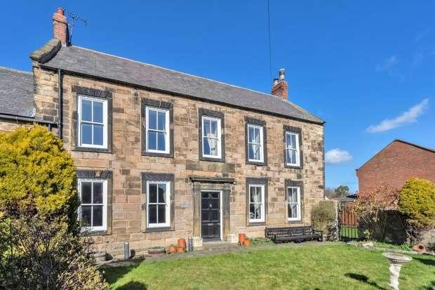 4 Bedrooms Semi Detached House for sale in Monkton Lane, Jarrow, Tyne And Wear, NE32 5NN
