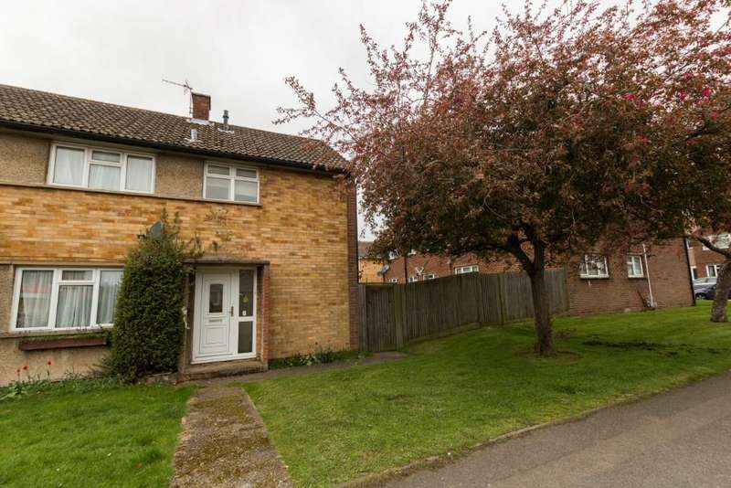3 Bedrooms Semi Detached House for sale in Avon Way, , Newbury, RG14 2PF