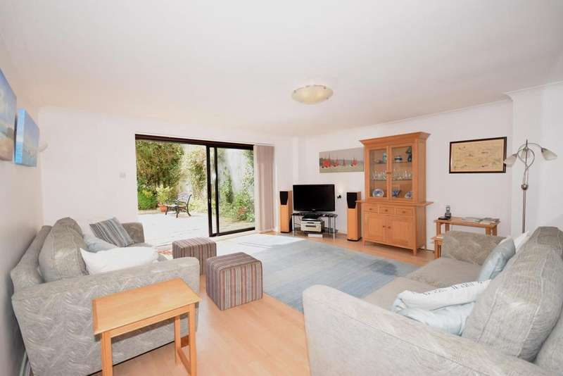 3 Bedrooms Apartment Flat for sale in Pier Road, Seaview, PO34 5BP
