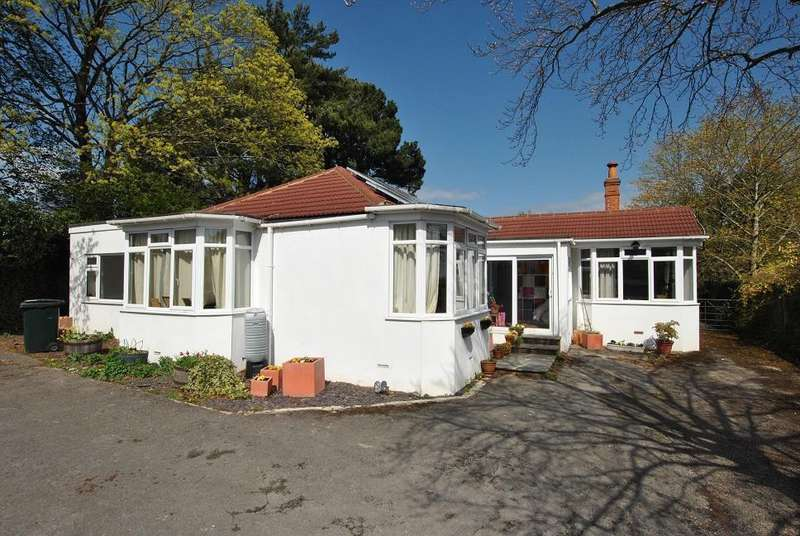 4 Bedrooms Bungalow for sale in Upper Woodcote Road, Caversham Heights, Reading