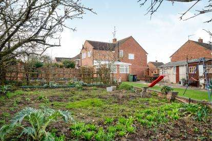 4 Bedrooms Semi Detached House for sale in Hinton Close, Leighton Buzzard, Bedford, Bedfordshire