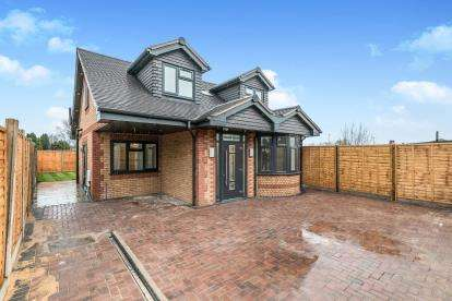 3 Bedrooms Detached House for sale in West End Avenue, Smethwick, Birmingham, Wets Midlands