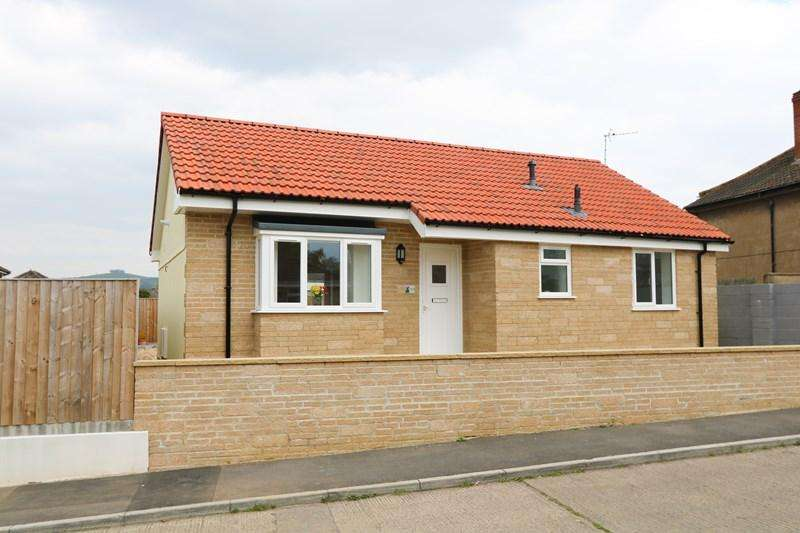 2 Bedrooms Detached Bungalow for sale in Haselbury Grove, Saltford, Bristol