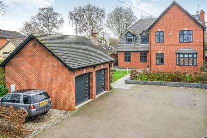 5 Bedrooms Detached House for sale in Engleton Lane, Brewood, Stafford, Staffordshire
