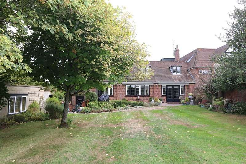 3 Bedrooms Semi Detached House for sale in Goodings Lane, Woodlands St. Mary, Hungerford, Berkshire, RG17 7BD