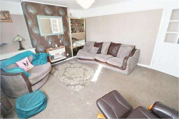 3 Bedrooms Flat for sale in Cluny Park, Cardenden, Lochgelly, KY5