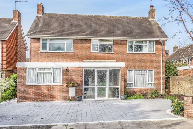 4 Bedrooms Detached House for sale in Meadows End, Lower Sunbury, TW16